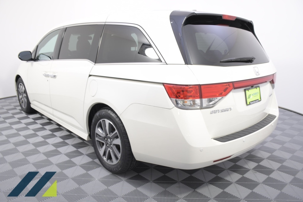 Pre-Owned 2016 Honda Odyssey Touring
